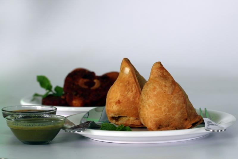 pierożki samosa - przysmak kuchni indyjskiej