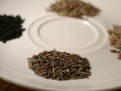 czarny kminek - przyprawa kuchni indyjskiej, stosowana do biryani