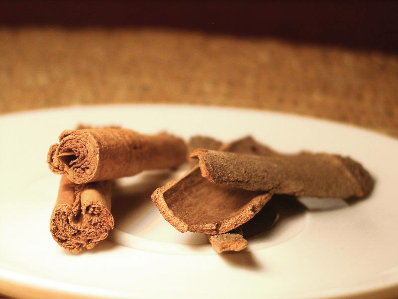 kuchnia indyjska wykorzystuje zarówno cynamon jak i kasję